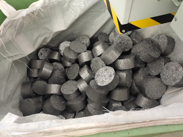 浙江某模具机械公司定制铁屑压饼机案例分享