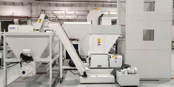 东莞某五金制品公司定制金属屑压饼机案例