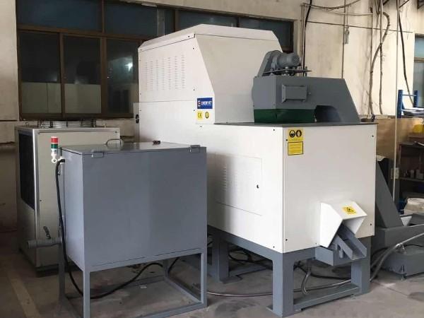 南京某车辆制造公司定制铝屑压饼机案例