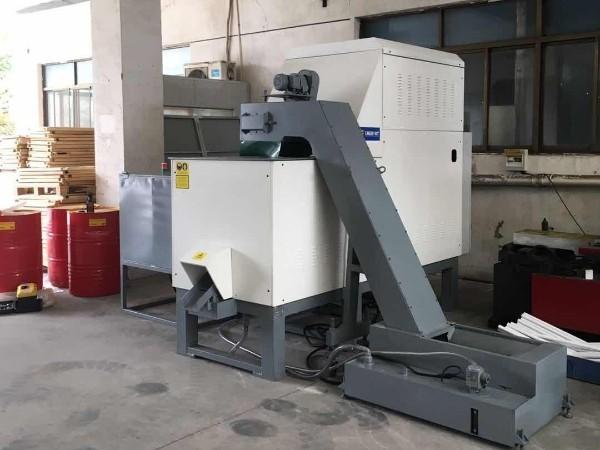 福州某铝业公司定制铝屑压饼机案例