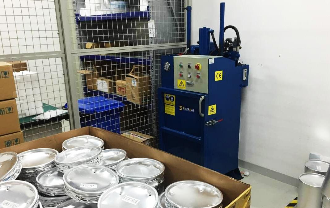 油漆桶压扁机
