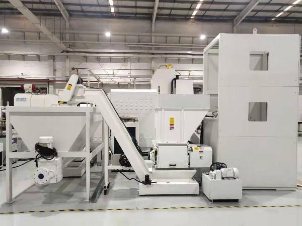 广州某铝合金压铸公司定制铝屑压饼机案例
