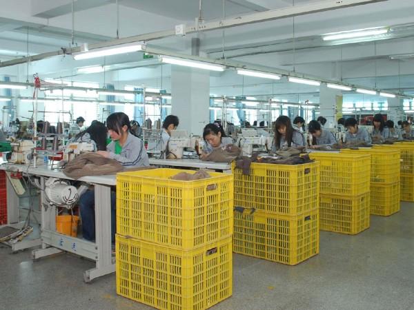 晋江某服装公司定制衣服打包机案例